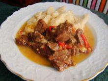 Gulasz wołowy z papryką czerwoną