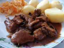 Gulasz wołowy z suszonymi grzybami