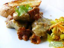 Gulasz z kurkami i kremowym sosem