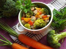 Gulasz z łopatki z warzywami