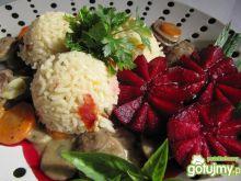 Gulasz z serc indyczych ryż i buraczki