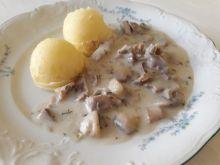 Gulasz z żołądków z pieczarkami