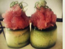 Gunkan z tuńczykiem i ogórkiem
