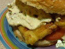 Hamburger  rybny z sosem tatarskim