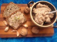 Hummus z ciecierzycy i orzechów
