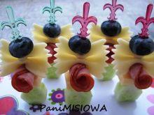 Imprezowe koreczki z makaronowymi muszkami