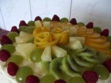 Imprezowy tort śmietanowy z owocami