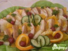 Indyk w maladze i z owocami na sałacie
