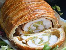 Indyk z brokułem i serem w cieście francuskim