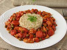Indyk z warzywami w sosie pomidorowym