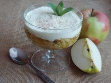 Jabłecznik z miętą i pianką w pucharkach