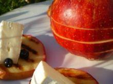 Jabłka grillowane z camembertem
