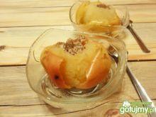 Jabłka pieczone z tartymi orzechami