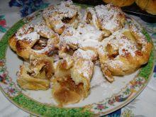 Jabłkowe babeczki z ciasta francuskiego