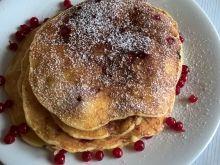 Jabłkowe pancakes z porzeczkami