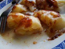Jabłkowe pierogi z sosem cynamonowym
