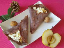 Jagodowe naleśniki z serem, jabłkiem i bakaliami