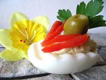 Jaja faszerowane papryką i oliwkami