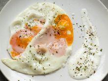 Jaja parowane i sos z chrzanem