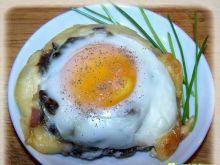 Jaja zapiekane na portobello.