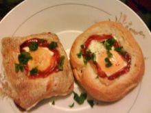 Jaja zapiekane w bułeczkach