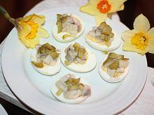 Jajeczka faszerowane ze śledziem i ogórkiem