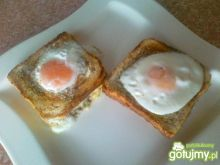 Jajeczne oczka na grzankowym toście