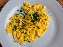 Jak zrobić jajecznicę bez tłuszczu?