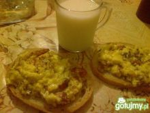 Jajecznica na mleku z boczkiem