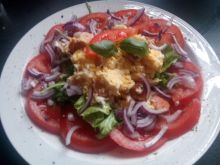 Jajecznica na sałatce