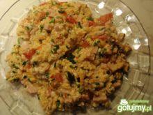 Jajecznica na szynce  i  pomidorach .