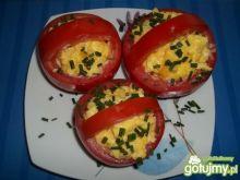 Jajecznica w pomidorowych koszyczkach