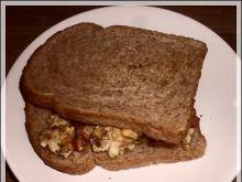 jajecznica w tostach