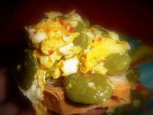 Jajecznica z bobem i ziołami toskańskimi