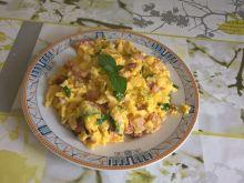 Jajecznica z boczkiem i miętą