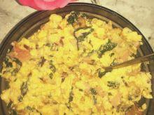 Jajecznica z botwinką oraz chrupiącym kalafiorem