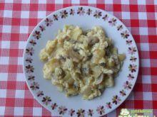 Jajecznica z cebulą i pieczarkami