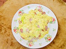 Jajecznica z cukinią, cebulą, parówką i serem