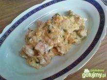 Jajecznica z kurczakiem i szczypiorkiem