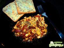 Jajecznica z papryką i salami