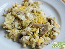 Jajecznica z pieczarkami 6