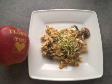 Jajecznica z pieczarkami, cebulą i czosnkiem