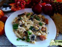 Jajecznica z pieczarkami i kabanosem