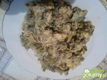 Jajecznica z pieczarkmi i brokułami