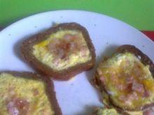 jajecznica z polędwicą na grzankach