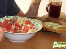 Jajecznica z pomidorami ;-) +kanapki 3