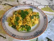 Jajecznica z selerem naciowym i papryką