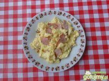 Jajecznica z szynką i boczkiem