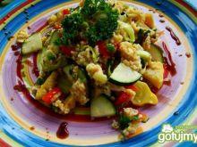 Jajecznica z warzywami i kaszą