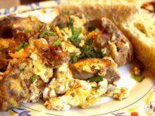 Jajecznica z wątróbką drobiową